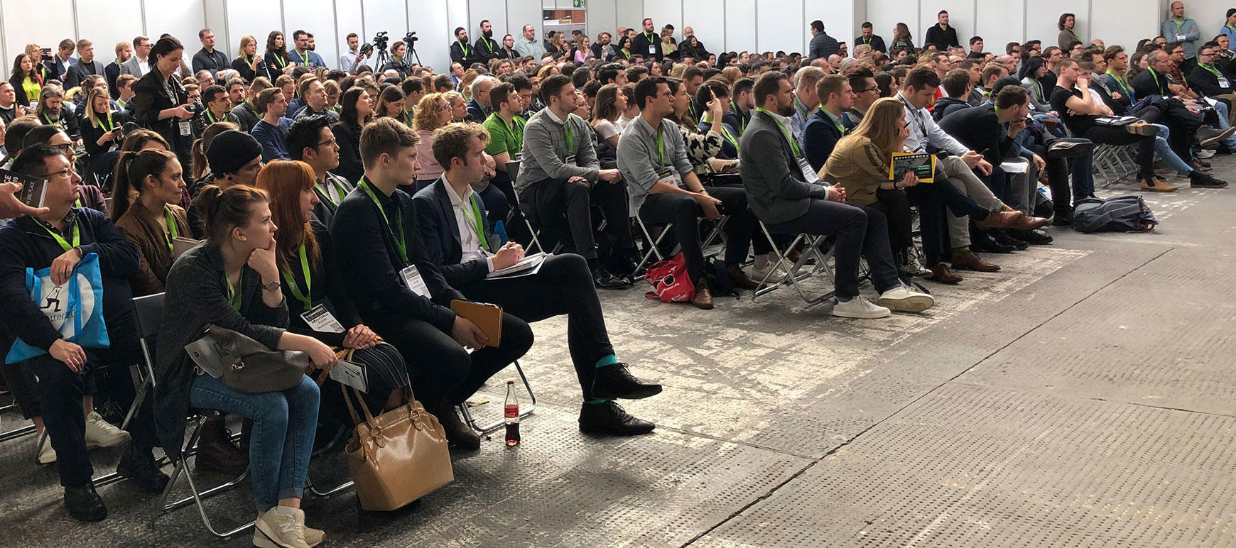 Ecommerce Messe Besucher Zuhoerer Hero